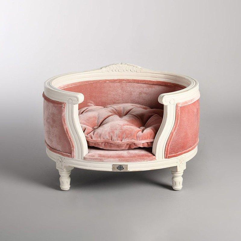 手工精雕細琢 皇家級的奢華質感 狗狗貓咪皆能舒服使用 一張好的椅子可以傳承永遠