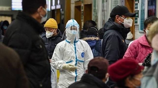 Tenaga medis di Kota Wuhan, China (AFP)