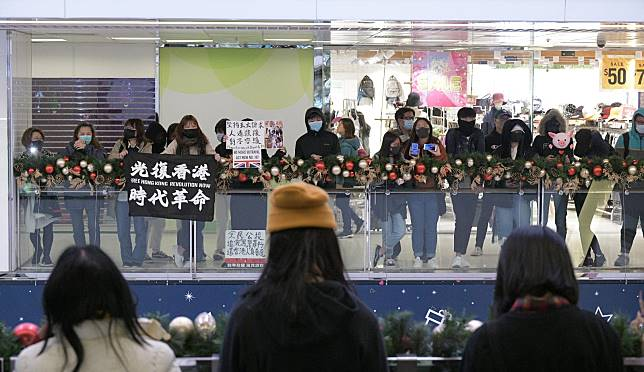 淘大商場有抗議人士聚集。
