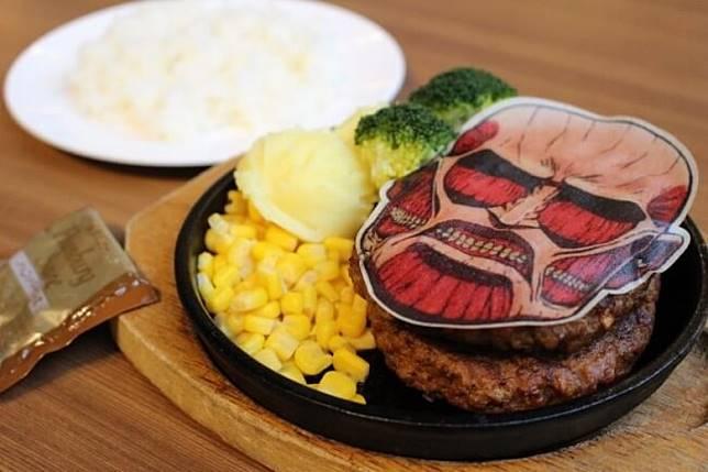 超大型巨人漢堡餐點,分量也是超大,足足是一般漢堡的雙倍,售價1,800日圓(約HK$132)(互聯網)