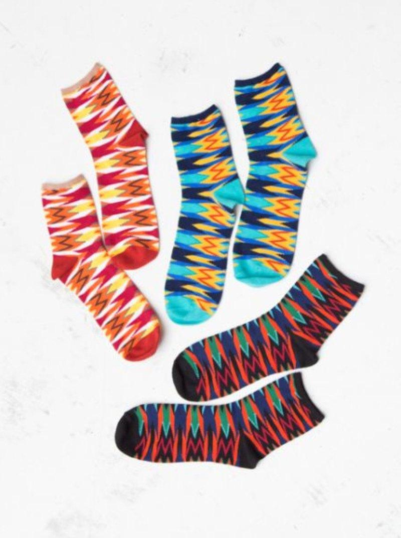 強烈配色與高調的圖紋,讓你的腳一點也不低調,運動襪剪裁舒適好穿,不管是穿球鞋或是涼鞋都非常好搭配!
