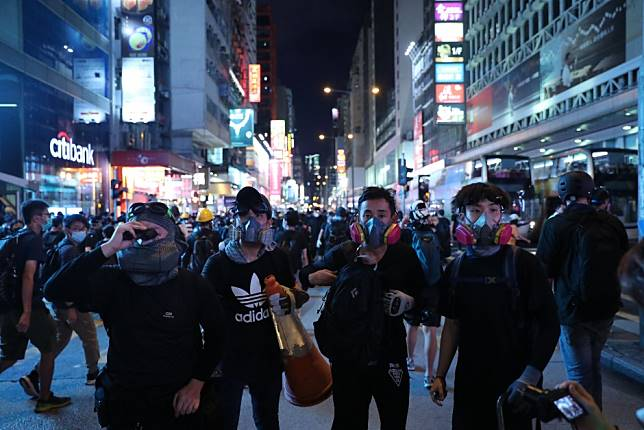 As it happened: how Hong Kong protesters scattered across Mong Kok in a cat-and-mouse game with police
