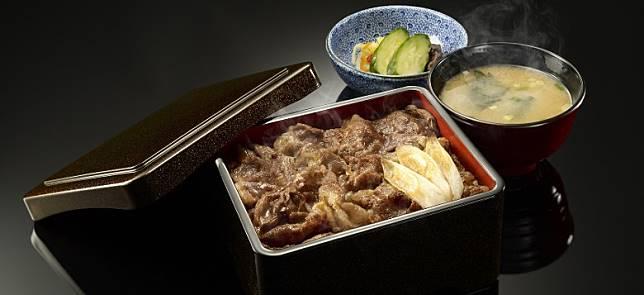 吉野家曾於兩間分店推定牛肉盒飯「牛重」,賣點係以國產和牛牛肩里脊炮製,是吉野家貴價牛肉食材的首度嘗試。(互聯網)