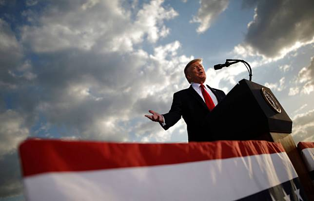 US President Donald Trump addresses a Trump 2020 re-election campaign rally in Montoursville, Pennsylvania, US. May 20, 2019.    REUTERS/Carlos Barria