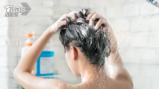 大年初一初二不宜洗頭,傳統認為財富會流走 (示意圖/TVBS)