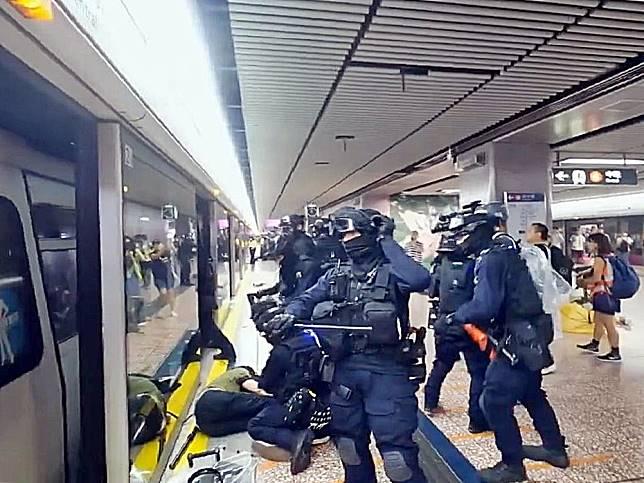 速龍小隊拘捕多人。資料圖片