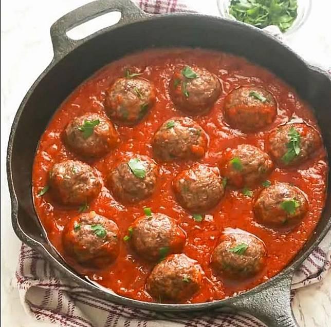 香濃的番茄醬配上自家製肉丸,伴飯一流。(互聯網)