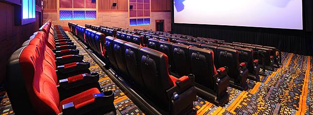 4DX戲院座椅會配合情節震動、噴水,也會有燈光效果。(網上圖片)
