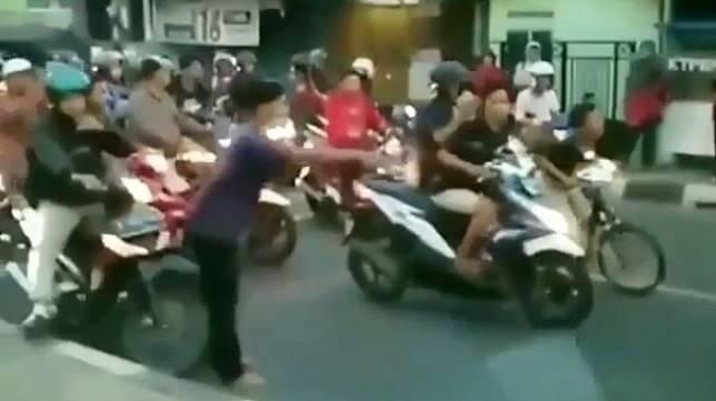 Balap liar di Bekasi yang viral di media sosial. (Instagram)