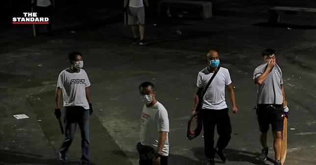 ม็อบสวมหน้ากากบุกทำร้ายคนในสถานีรถไฟฮ่องกง มีผู้บาดเจ็บอย่างน้อย 45 ราย