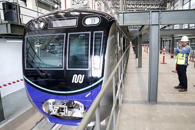 Fast times: A brand new MRT car sits on a railway at a station in Lebak Bulus, South Jakarta, on Thursday. City-owned bus operator Transjakarta has started to see an increase in the number of passengers on routes to Lebak Bulus and Fatmawati MRT stations.