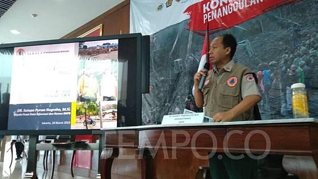 uru bicara Badan Nasional Penanggulangan Bencana, Sutopo Purwo Nugroho menjelaskan penyebab Banjir yang terjadi di Sentani, Jayapuran dalam konversi pers di Kantor BNPB, Jakarta Timur, Senin, 18 Maret 2019. TEMPO/IRSYAN