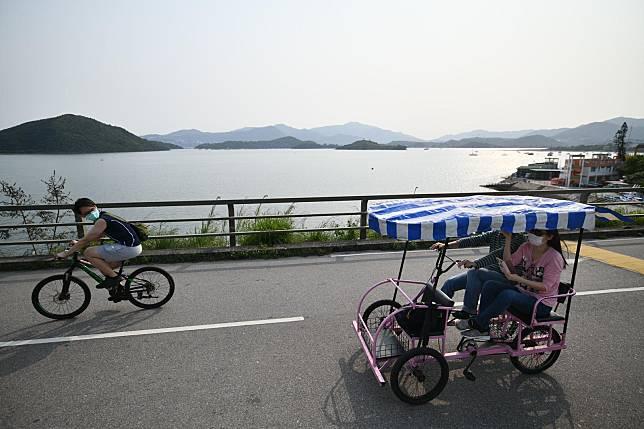 衆多市民到大尾篤郊遊。