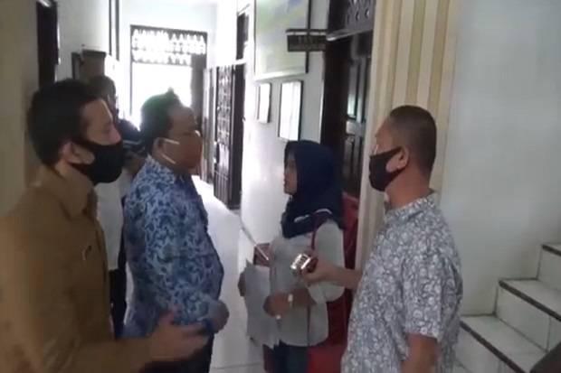 Dikirim Video Mesum Selingkuhan Suaminya, Istri ASN Labrak ke Kantor