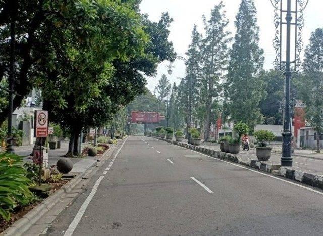 Polisi Tutup Sementara Sejumlah Jalan Raya di Kota Bandung
