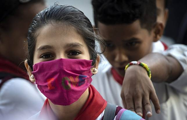Coronavirus: World Health Organisation reverses course, now supports wearing face masks in public