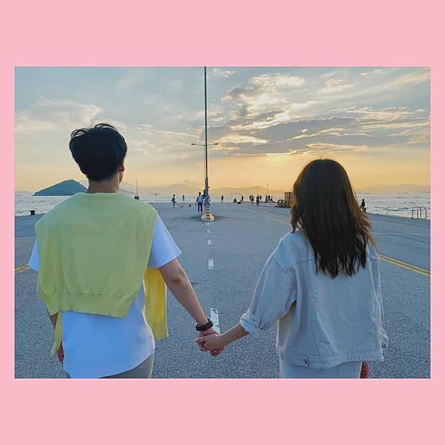今年7月,娘娘杜小喬喺ig貼上拖手相,公開認愛。