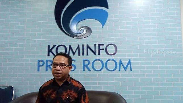 Plt. Kepala Biro Humas Kominfo, Ferdinandus Setu di kantor Kominfo, Jakarta, Jumat (2/8/2019). [Suara.com/Tivan Rahmat]