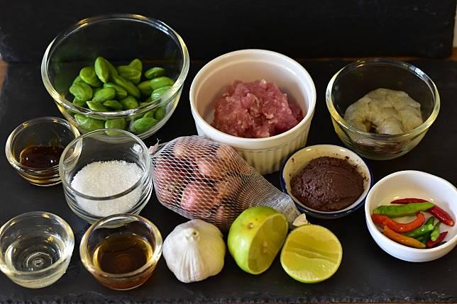 ผัดสะตอกะปิกุ้ง เมนูเด็ดอาหารใต้