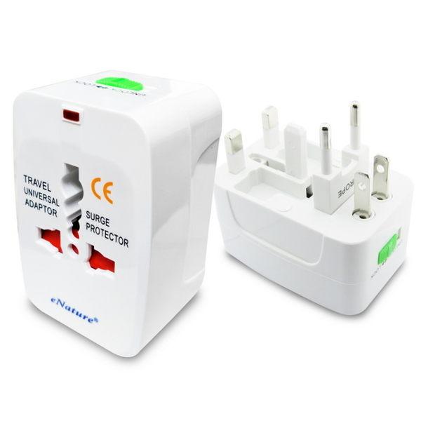 出國旅遊必備的電源插座 插頭All in One設計 體積小,攜帶最方便 電源指示燈設計