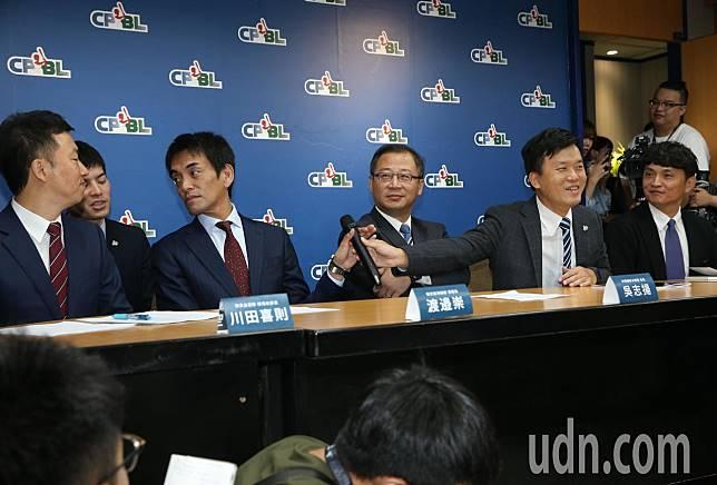 Lamigo桃猿轉賣給日本樂天集團,19日的宣告記者會上,中職會長吳志揚親自出席並表示隊史紀錄將延續計算。