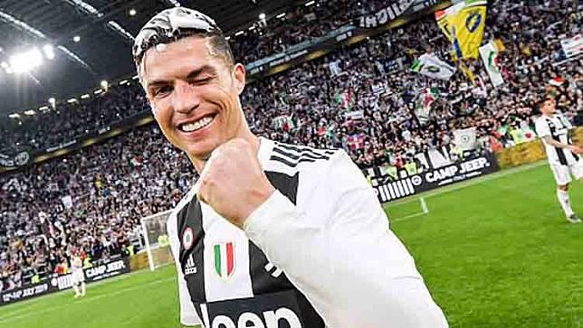 Cara Unik Cristiano Ronaldo Pamer Prestasi