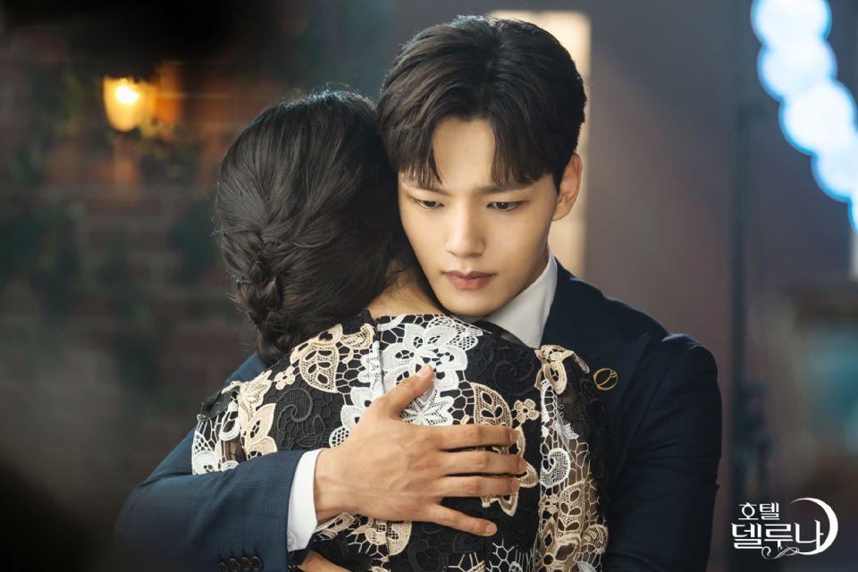 《德魯納酒店》結局7大虐心片段,燦星看滿月背影大哭,滿月IG告別「對不起,我愛你」看了超心酸