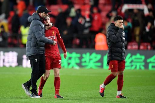 Liverpool's German manager Jurgen Klopp (L), Liverpool's Scottish defender Andrew Robertson (C) and Liverpool's English midfielder Alex Oxlade-Chamberlain react at the final whistle during the English Premier League football match between Watford and Liverpool at Vicarage Road Stadium in Watford, north of London on February 29, 2020.