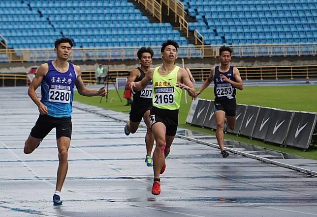 19歲的國體大短跑好手林祐賢(中)跑出男子100公尺歷年第10傑的佳績。記者劉肇育/攝影