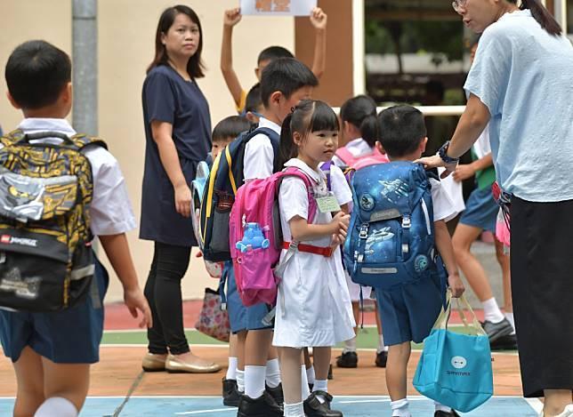 教育局宣布,全港中小學及部份特殊學校明日復課。 資料圖片