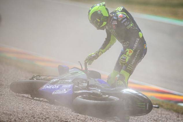Valentino Rossi ( Monster Energy Yamaha) crash di sesi kualifikasi MotoGP Jerman 2019