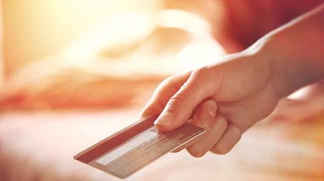 Ilustrasi penggunaan kartu kredit. [Shutterstock]