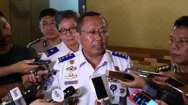 Direktur Jenderal Perhubungan Darat Budi Setiyadi ketika memberi keterangan kepada wartawan di Restoran Es Teler 77, Melawai, Kebayoran Baru Jakarta Selatan pada Senin, 11 Desember 2017. Tempo/Zara Amelia Adlina