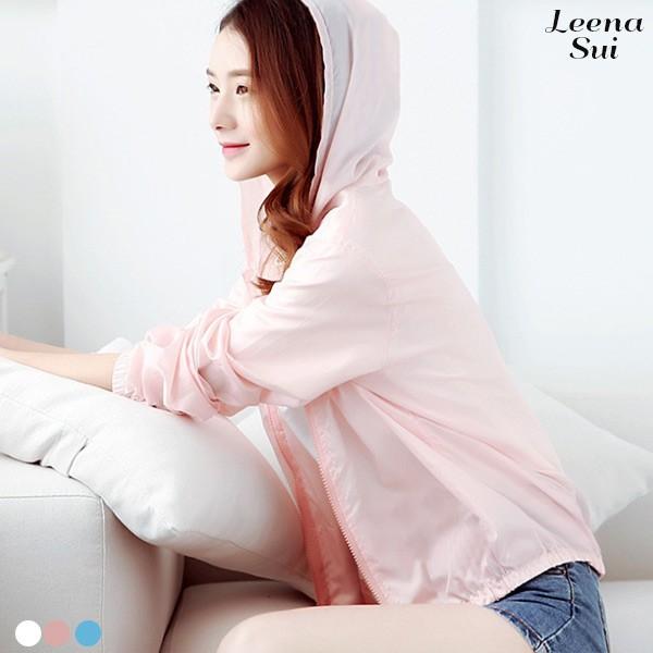 #薄外套 #韓國 #顯瘦 #韓妞必備 #可愛 #驚爆價 #熱門 #女神必備 #連帽外套 #服飾 #女裝商品尺寸F 衣長60 胸圍108 肩連袖70單位:CM/ 平面測量。商品會因不同批製作的因素,而有尺寸及顏色上些許落差,尺寸測量正負3公分為正常範圍內。建議尺寸--->(每個人體型不同 建議在參考尺寸表)❌❌❌實品拉鍊頭 是金屬 不是塑膠喔~介意的買家請勿下單囉~~白色淺色布料多少會微透喔 建議內搭淺色或白色內衣 或小背心喔!!!(看一下喔!!淺色衣服要不透 可能需要很厚的布料喔 拜託想一下喔 想要很厚的不透的這裡沒有喔~~單位:CM/ 平面測量。商品會因不同批製作的因素,而有尺寸及顏色上些許落差,尺寸測量正負3公分為正常範圍內。本商品洗滌建議深淺色分開並反面洗滌,勿長時間浸泡或使用漂白水,可維持色彩鮮豔度。使用洗衣機洗滌時,請以低速短程洗滌。✩✩✩✩歡迎收藏+關注✩✩✩✩----------------------------下單前請先詳細閱讀-----------------------------【購買須知】 ★★★現貨當天或隔天★★★依照訂單順序出貨,如現貨售完 追加約7-20個工作天★商品都是平價批發價,一分錢一分貨,要求低價位高品質的買家請體諒繞道而行喔!!★1吋=2.54公分手工測量平面測量,尺寸測量正負1-3公分為正常範圍內。★牛仔類商品(牛仔褲/裙/外套)如有釦眼都是未開口的,買家請自行用小剪刀剪開唷!★牛仔類衣褲 每批水洗程度不同 會有些許色差存在,刷破位置每批也會有些許不同喔!★超商取貨付款,請於到店後7日內領取,可以接受寄出貨前取消訂單,未取貨的話,將保留法律追訴權~★對商品有疑問請聊聊詢問 購買前不詢問不看商品說明(尺寸 材質 提醒) 又直接給差評的買家 會直接給差評告知 #薄外套 #防風外套 #防曬外套 #空調外套 #連帽外套