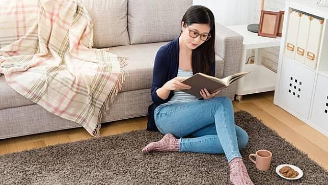 Rekomendasi Buku untuk Membuatmu Rileks di Rumah