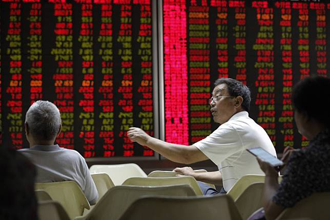 China stocks drop amid low volatility as caution over subdued earnings, growth mounts