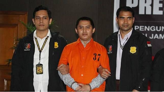 Direktur Utama First Travel  Andhika Surachman (32) saat digiring kepolisian