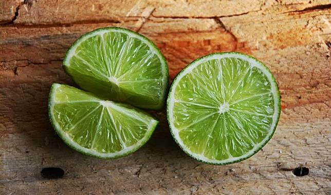 Buah Lemon Lebih Besar Dari Jeruk Nipis Mengapa Jeruk Nipis Justru Tenggelam Ke Dasar Air Sedangkan Lemon Mengapung Bobo Id Line Today
