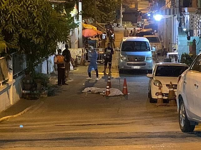 'ป่อเต็กตึ๊ง'สวมชุดพีพีอีมาเก็บแล้ว ศพติดโควิดนอนตายกลางถนน