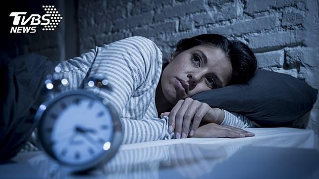 每晚睡眠時間若少於6小時,恐增加罹患心臟病、中風高血壓與第二型糖尿病風險。圖/TVBS