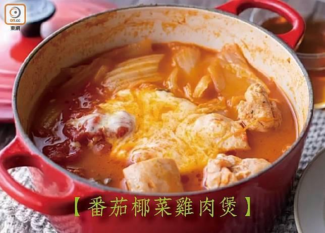 椰菜、番茄本身也有大量水分,所以不加一滴水已可以煮出一鍋原汁原味雞肉鍋,加芝士更加惹味可口。(互聯網)