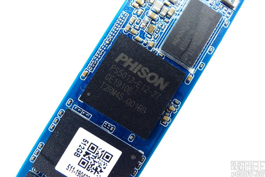 ▲ PS5012-E12 控制器,對外支援 PCIe 3.0 x4 和 NVMe 1.3,對內支援 8 通道/32CE 快閃記憶體。
