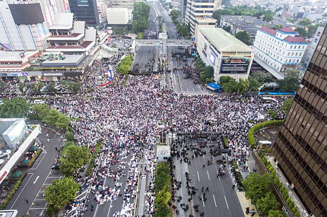 Supporters of the People's Sovereignty National Movement (GNKR) attend a mass rally in front of the Elections Supervisory Agency (Bawaslu) headquarters on Jl. MH Thamrin in Central Jakarta on Tuesday to protest the results of the 2019 presidential election.