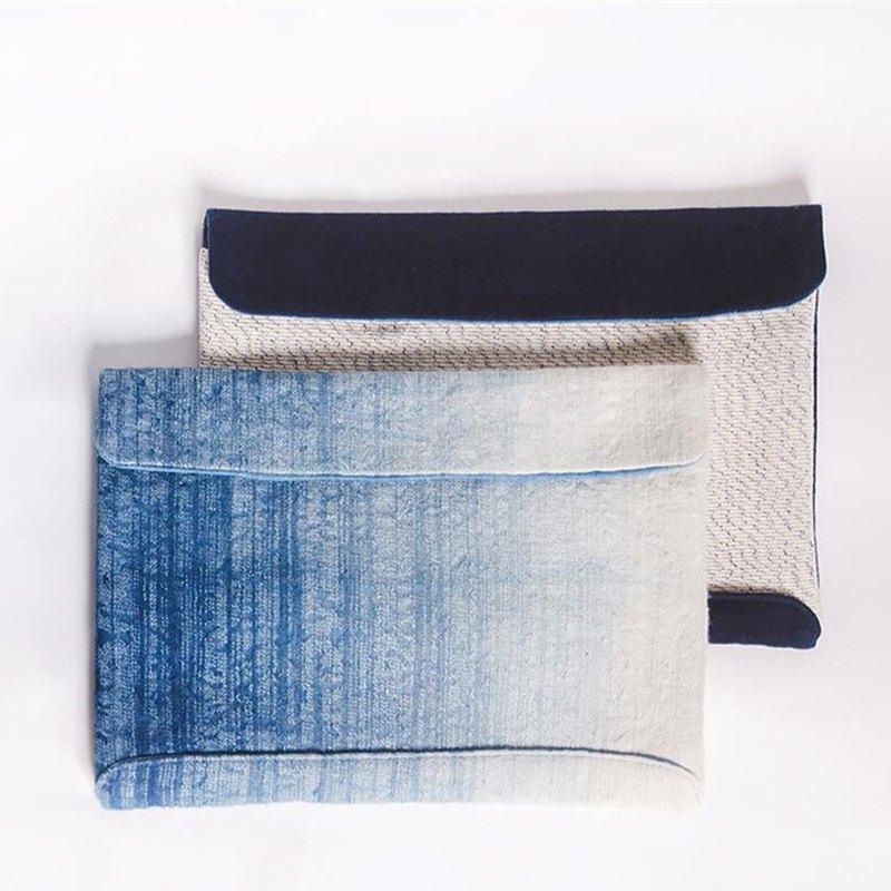 一款為精細提花面料做吊染,看似冰雪消融的畫面多了立體感;一款用兩種不同紋樣的手織布做碰撞,線條簡單利落。