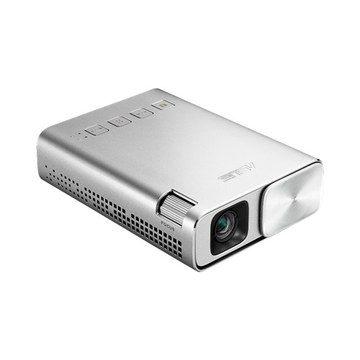 150 流明輸出結合可自動採用 FullHD 1080p 訊號源的 WVGA (854x480)