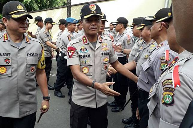 Then-Jakarta Police chief Insp. Gen. Idham Azis (center) greets police officers during his visit to the North Jakarta Police headquarters on Dec. 5, 2018.