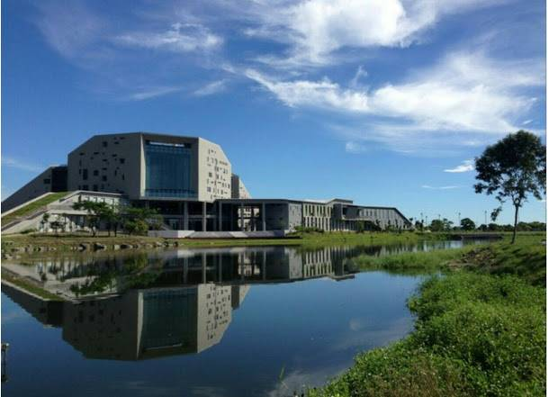 臺東大學圖書資訊館風景優美,曾被列為世界8大特色圖書館之首圖:國立臺東大學圖書資訊館提供