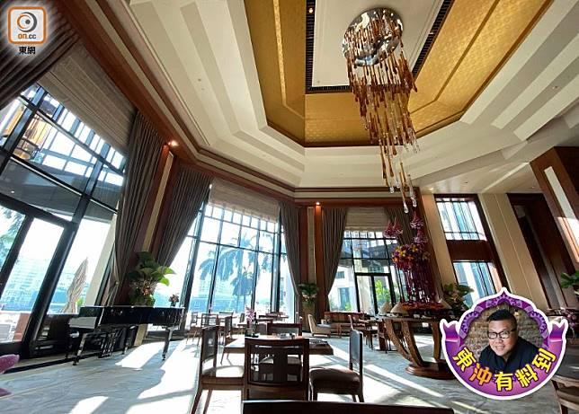 我多次入住曼谷半島酒店,都會在Lobby地帶享用早餐。(胡慧沖提供)