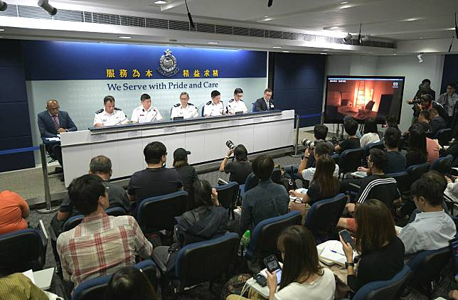 莫俊傑(左一)強調警方尊重不同宗教及族群。
