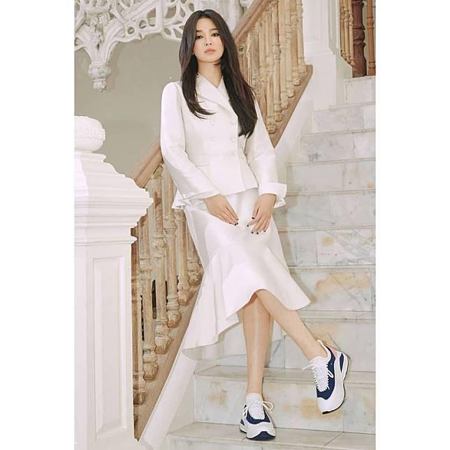 宋慧喬的鞋履廣告照近日公開。